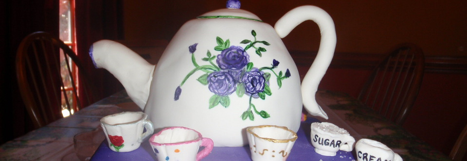 Cake in form of a tea kettle and cups